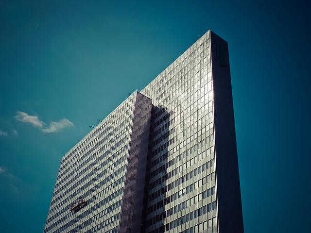 Jaką umowę zawrzeć z pośrednikiem nieruchomości