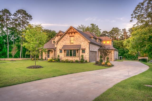 Domy prefabrykowane – czym są i czy warto je kupować?