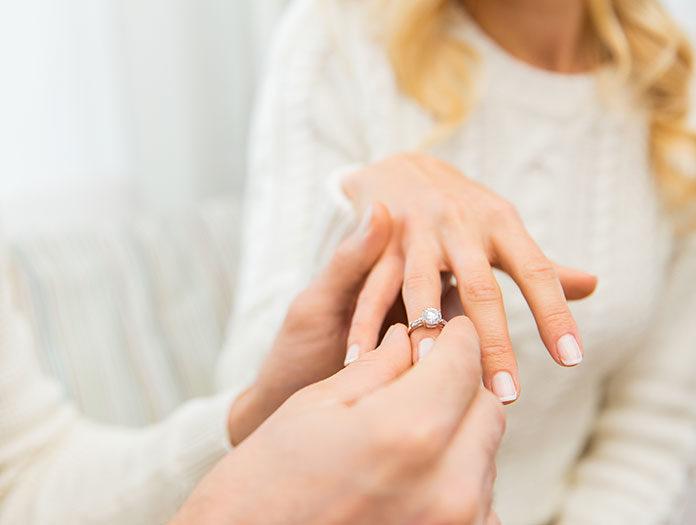 Jak dbać o pierścionek z kamieniem? Sprawdź i podaruj mu drugie życie!
