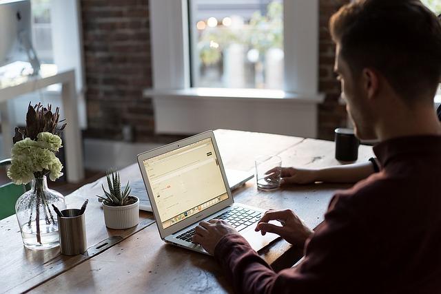Jak się odnaleźć pierwszego dnia w nowej pracy