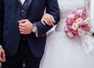Fryzury na wesele z włosów do ramion